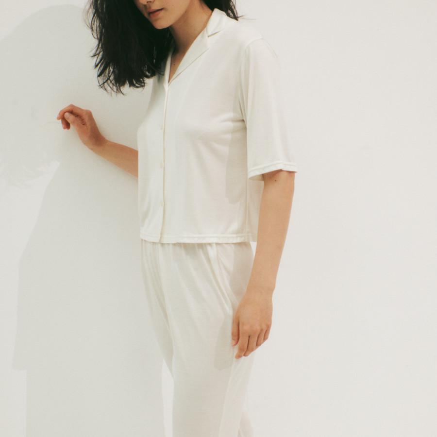 lounge WRAY シルクナイトウェア トップス ホワイト 着用イメージ